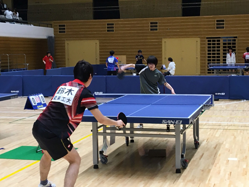 We got the third place by game with the 42nd Tokyo technical school table tennis championship group